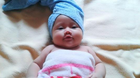 Tips Aman dan Nyaman Memandikan Si Kecil Ala Mom Risny