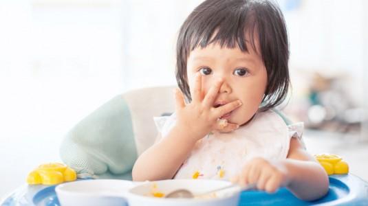 Si Kecil MPASI? Jangan Lupa Siapkan Peralatan Makan Khusus Berikut ini, Moms!