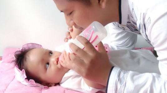 Tips Anti Boros Biaya untuk Botol Susu Ala Mama Zila