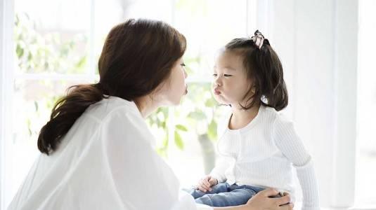 Cara Berkomunikasi dengan Anak agar Mau Dengar-dengaran
