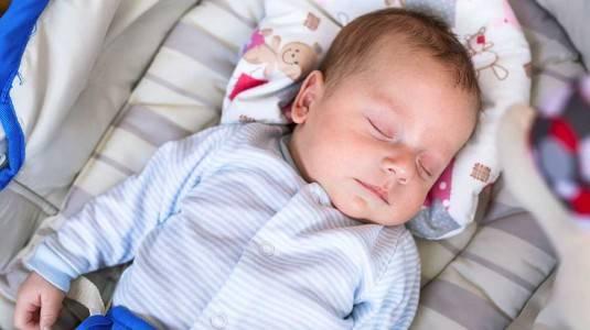 Perlukan Bayi Menggunakan Bantal Anti Peyang?