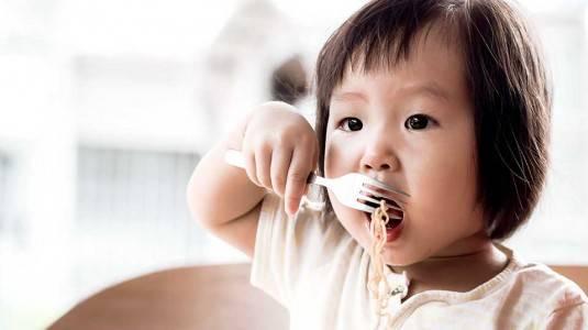 Melatih Kemandirian Anak melalui Practical Life