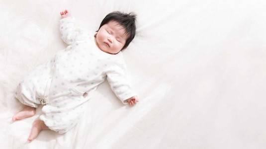 4 Penyebab Kepala Bayi Sering Berkeringat