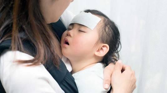 Normalkah Bayi Demam Setelah Imunisasi DPT?