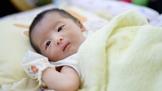 Normalkah Berat Badan Bayi Turun saat Baru Lahir?