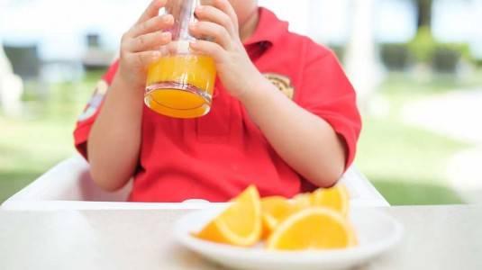 Pemberian Minuman Manis dan Sari Buah kepada Anak