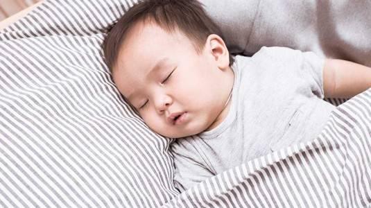 Pentingkah Bantal untuk Bayi?