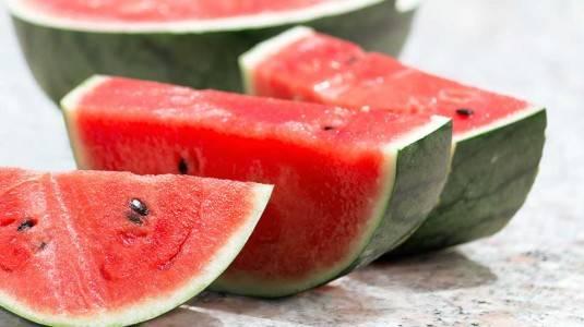 Benarkah Semangka Baik untuk Ibu Menyusui?