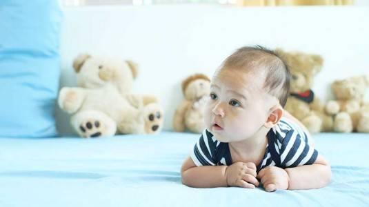 Stimulasi Bayi Tengkurap dan Duduk ala Mom Kristiani