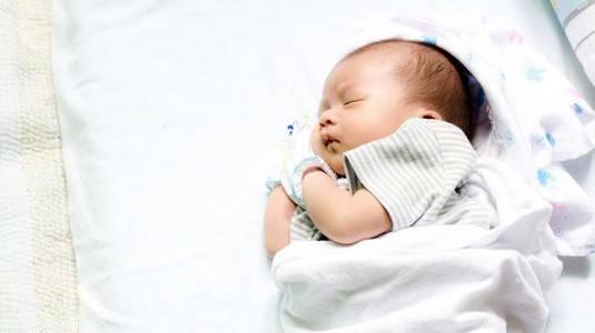 Perlukah Bayi Menggunakan Bantal?