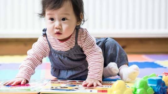 Menumbuhkan Kebiasaan Membaca pada Bayi