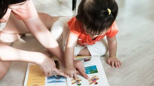 6 Kiat Ajarkan Anak Berbicara