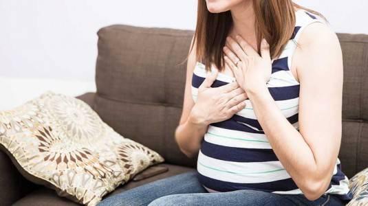 Tenggorokan Panas Saat Hamil? Berbahayakah?