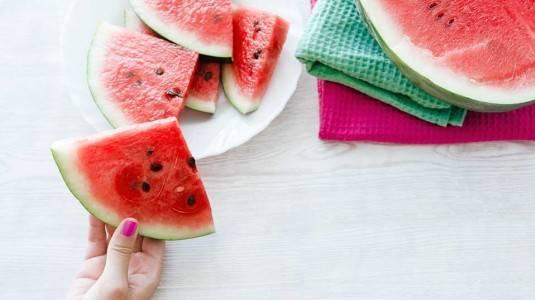 Kapan si Kecil Diperbolehkan Makan Semangka?