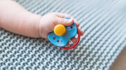 7 Pedoman Penggunaan Empeng Bayi yang Benar