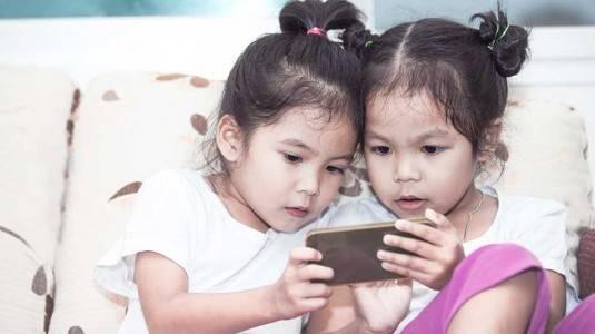 Bagaimana Cara Mengajarkan Suka Berbagi Kepada Anak?