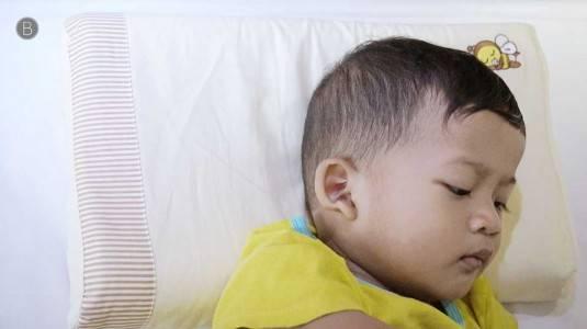 Bantal Tinggi Membuat Tidur Nyenyak? Mitos atau Fakta?