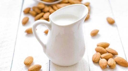 Manfaat Almond Milk bagi ibu menyusui