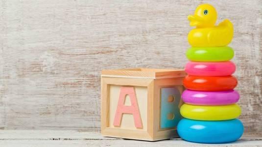 Rekomendasi Mainan untuk Bayi 6-12 Bulan