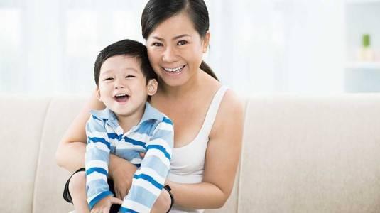 Cara Mom Sarah Mengajarkan Makna Hari Pahlawan pada si Kecil
