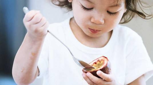 Tips Mengajarkan Anak agar Suka Makan Buah