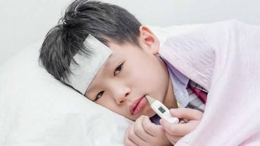 Fever Patch Plester Praktis Saat si Kecil Demam