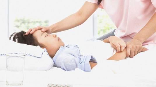 Menjadi Orang Tua Anti Panik saat Anak Sakit