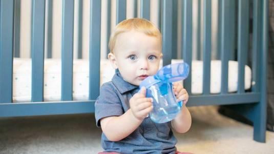Mengajarkan Anak Minum Mandiri