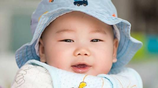 Kapan Bayi Baru Lahir Boleh Diajak Keluar?