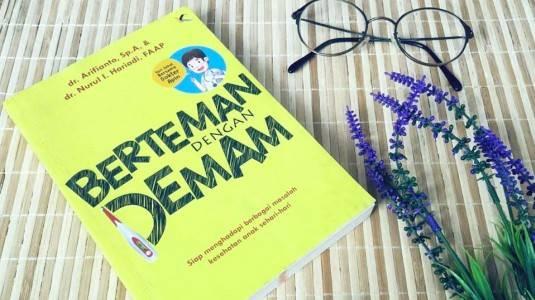 Review Buku Berteman dengan Demam
