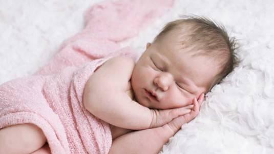 Tips agar Bayi Tidur dengan Nyenyak ala Mom Paramitha