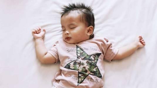 Tips Membuat si Kecil Tertidur dengan Nyaman selama Traveling