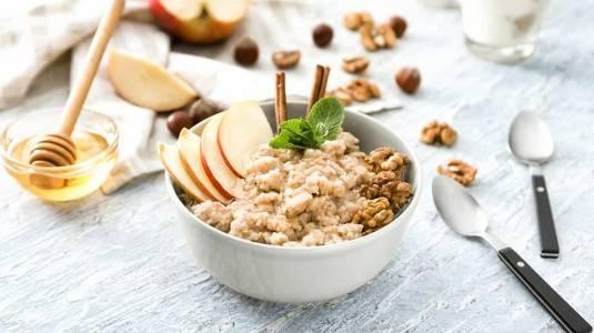 Apple Cinnamon Oatmeal: Healthy Breakfast for Baby