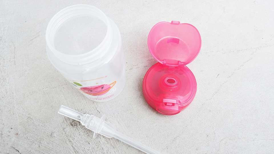 Sehingga botol yang mudah dibuka namun anti tumpah sangat cocok untuk anak belajar minum.