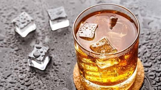 Kebiasaan Minum Minuman Beralkohol Ganggu Kesuburan Pria