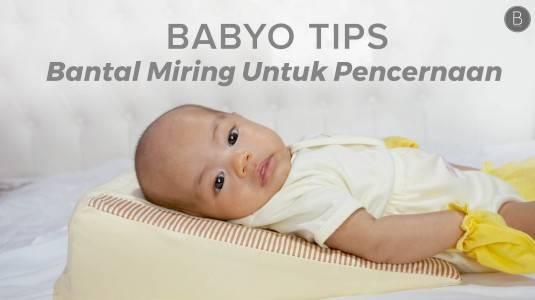 Babyo Tips: Manfaat Bantal Miring untuk Pencernaan si Kecil