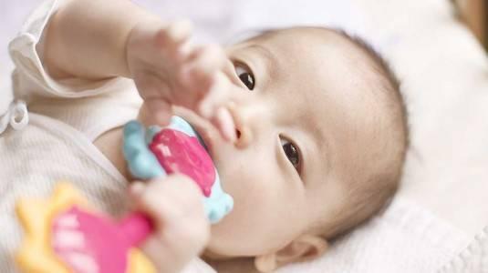 Anak Rewel Saat Tumbuh Gigi, Ini Solusinya