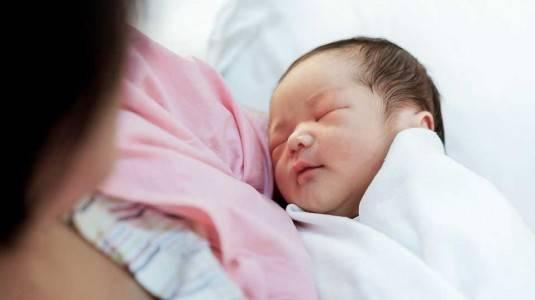 Manfaat Menggendong untuk Bayi Prematur