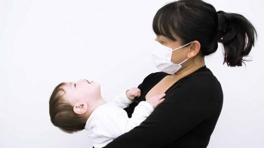 Amankah Menyusui Jika Moms Menderita TBC?