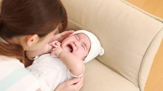 Bayi Rewel saat Menyusu, Kenapa Ya?