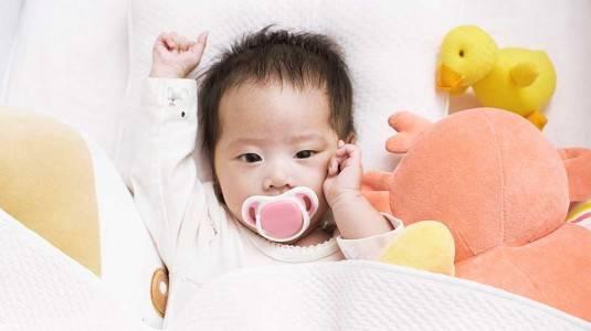 Empeng atau Pacifier Bisa Membantu Bayi Kolik?