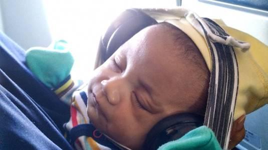 Tips Bepergian Naik Pesawat dengan Bayi