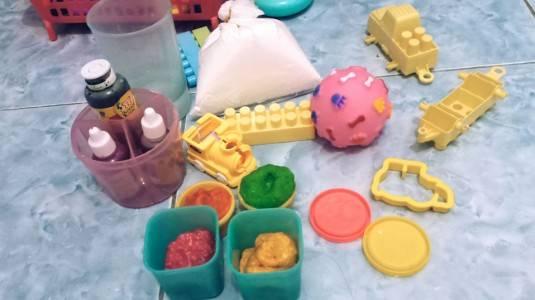 Montessori Play: DIY Membuat Playdough di Rumah