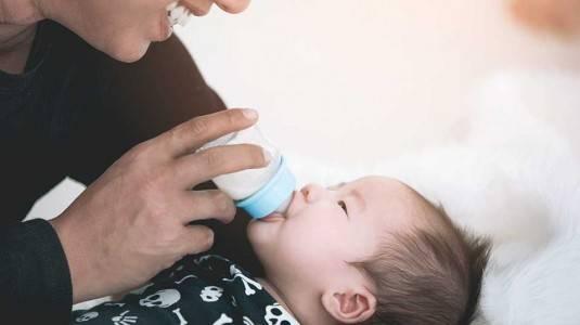 Botol susu Dr. Brown's: Pilihan Tepat Saat Kolik