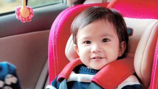 Melatih Anak supaya Mau Duduk di Car Seat