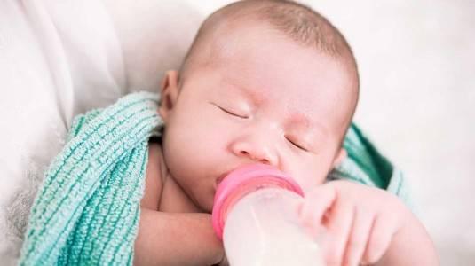 Tips Memilih Botol Susu untuk Bayi