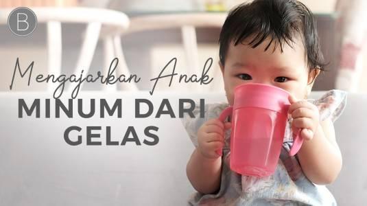 Babyo Tips: Cara Mengajarkan si Kecil Minum Mandiri Melalui Gelas