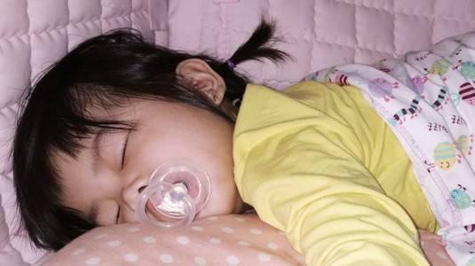 Manfaat Empeng bagi Baby Carine