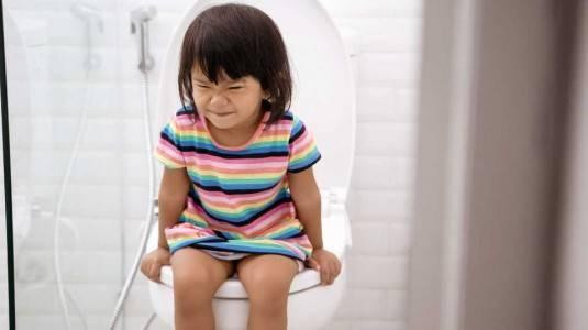 Cara Atasi Susah BAB Pada Anak