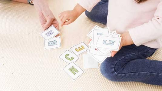Tips Mengenalkan Alphabet pada Anak